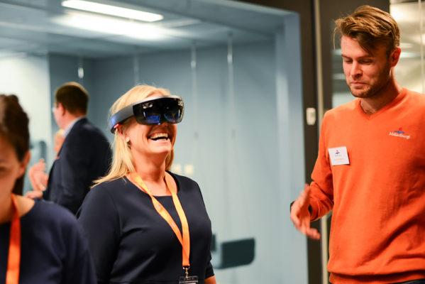 Hos Henrik Wickström, projektledare Mälarenergi, fick kunderna testa ny digital teknik, bland annat testa Microsoft HoloLens.
