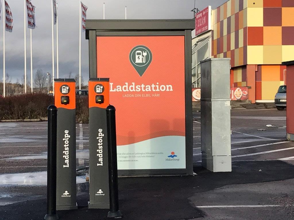 Mälarenergi firade elens dag med att inviga fyra nya laddstationer inom Laddregion Mälardalen. Totalt har vi nu etablerat 70 laddare.