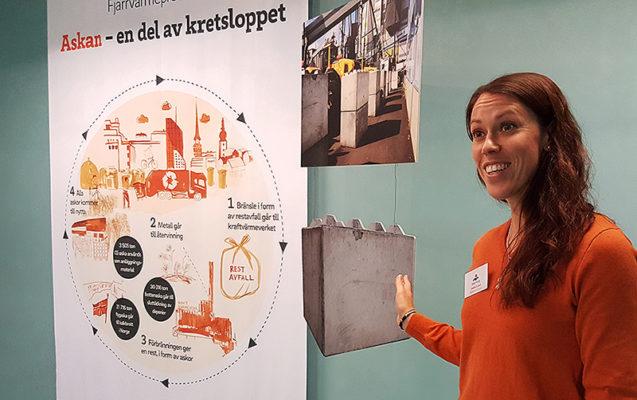 Josefin Forsell, teamledare Mälarenergi, pratade på stationen som handlade om hur vi tillsammans kan skapa en hållbar framtid.