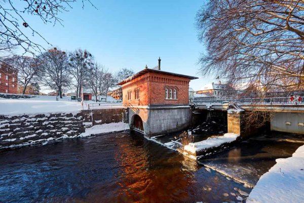 Turbinhuset byggdes 1891 och kallas ofta Västerås vagga. Nu ska Mälarenergi och västerås stad bygga en fiskväg i dammen.