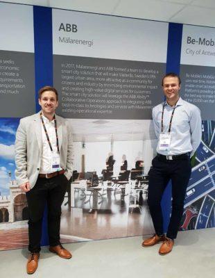 Mälarenergis representanter Fredrik Edlund och Henrik Wickström i ABBs monter på Smart City expo world congress i Barcelona. ABB beskriver hur de tillsammans med Mälarenergi arbetar för den Smarta Staden.